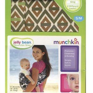 🌸 SALE Munchkin Reversible Gender Neutral Sling